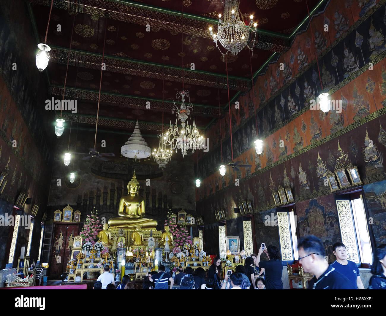 Inside the prayer hall of Wat Rakhang Khositaram, Bangkok. - Stock Image