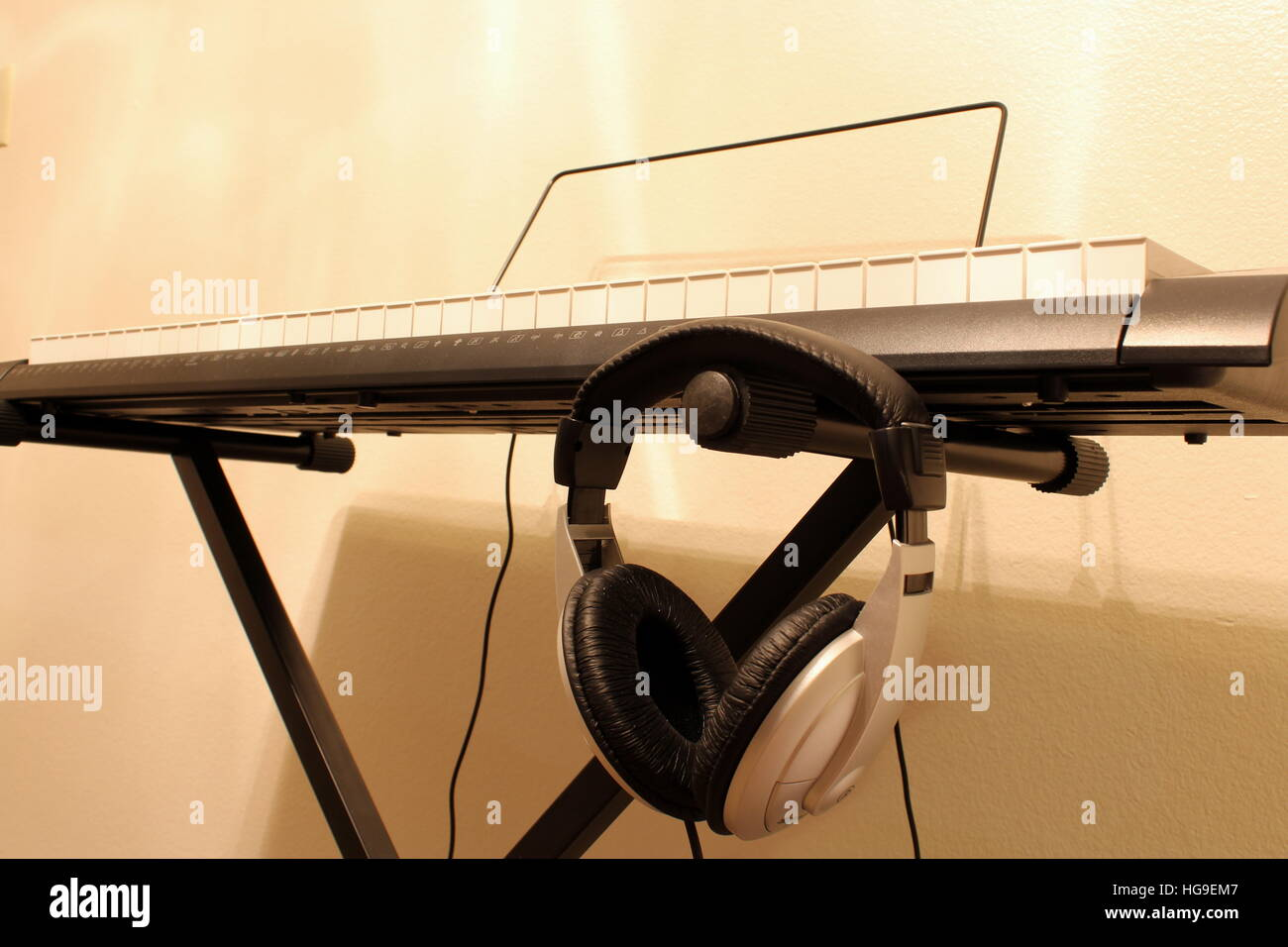 Keyboard piano with headphones - Stock Image
