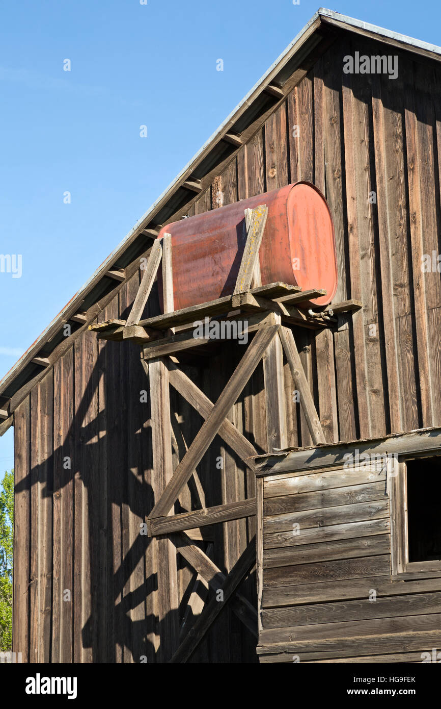 WA13113-00...WASHINGTON - Side of an old barn at Dalles Mountain Ranch in the Columbia Hills State Park near The - Stock Image