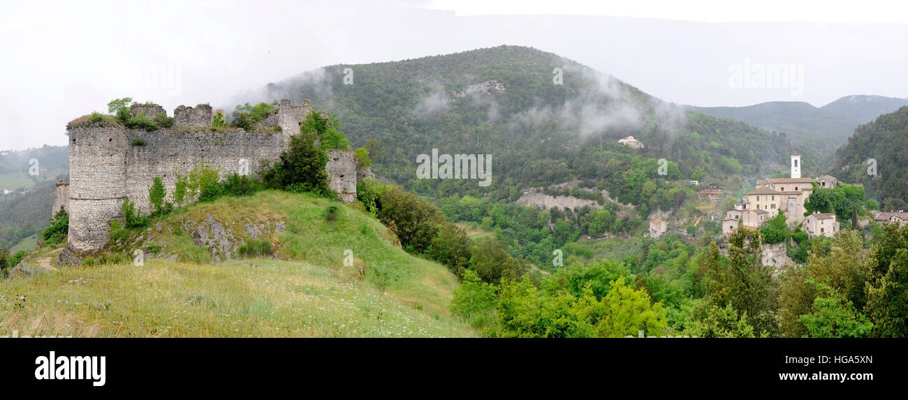 View of the old village of Rocchette with the ruined castle, located in Sabina, a  central region of Italy - Stock Image