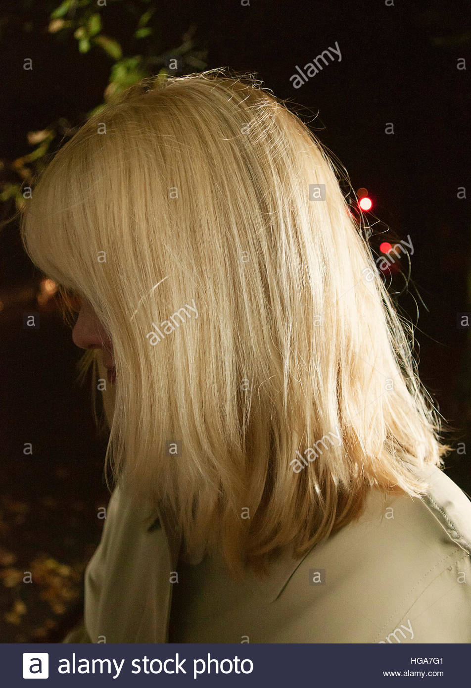 blonde-teen-atm