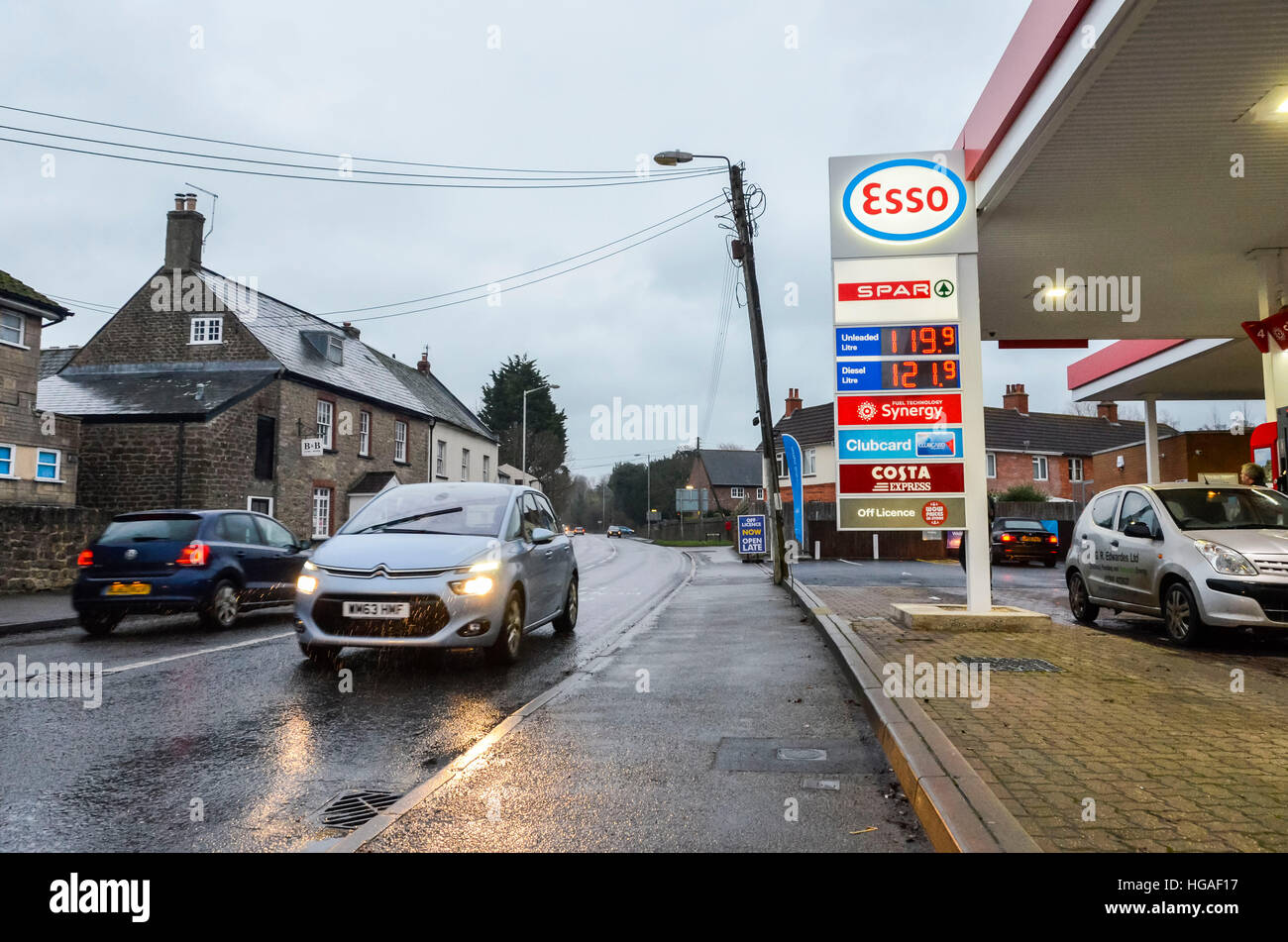 Bridport, Dorset, UK.   6th January 2017.  The Esso petrol station on East Road, Bridport with Petrol and Diesel - Stock Image