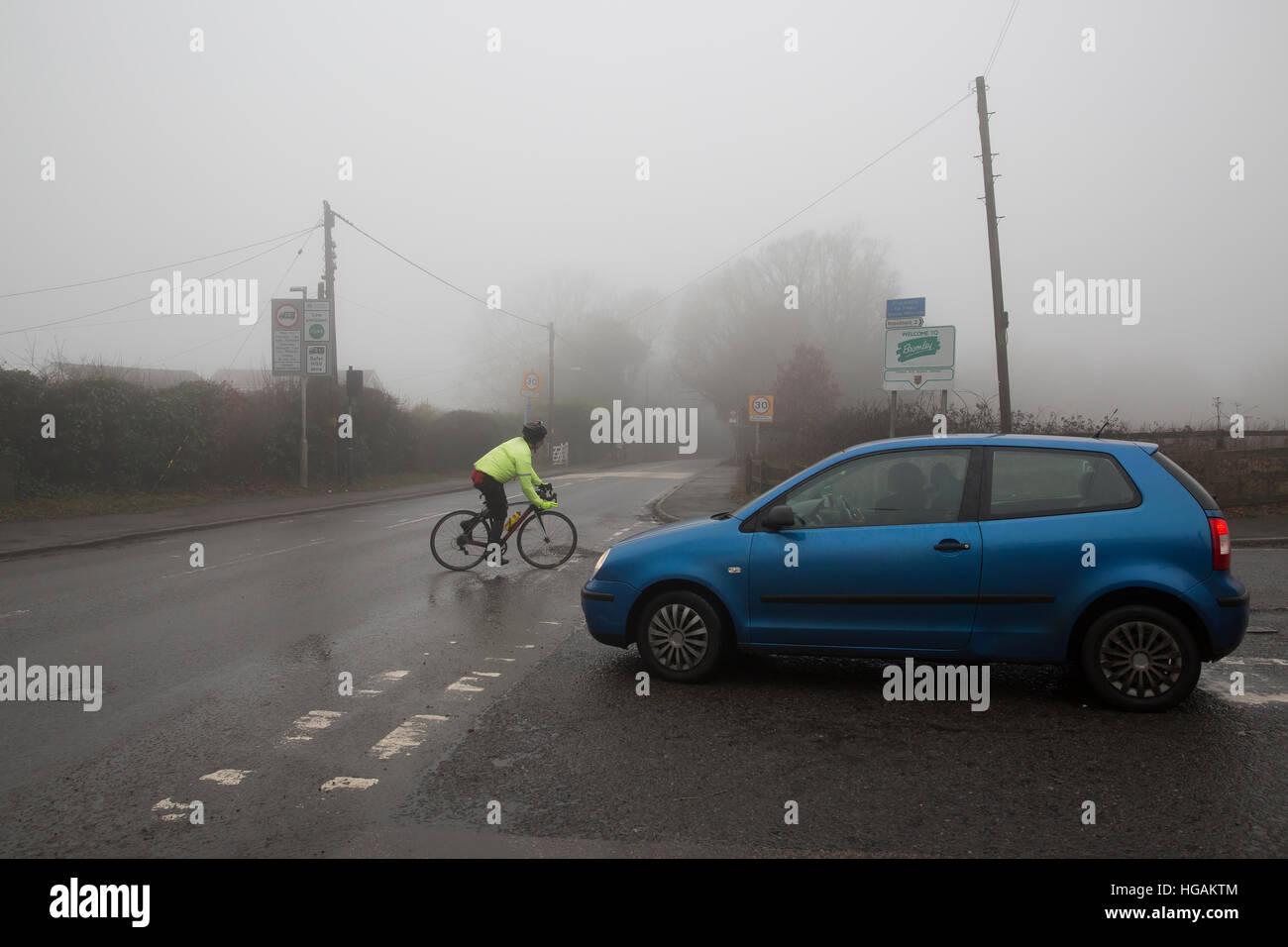 Westerham, UK. 7th Jan, 2017. Fog in Westerham, Kent © Keith Larby/Alamy Live News - Stock Image
