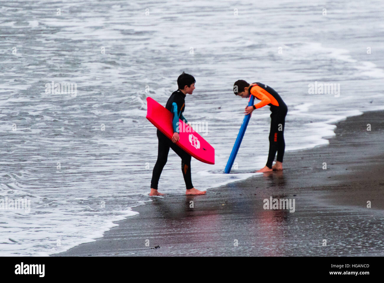 Aberystwyth Wales UK, Saturday 07 January 2017  UK Weather: On a day of unusually mild,  overcast weather, two young - Stock Image