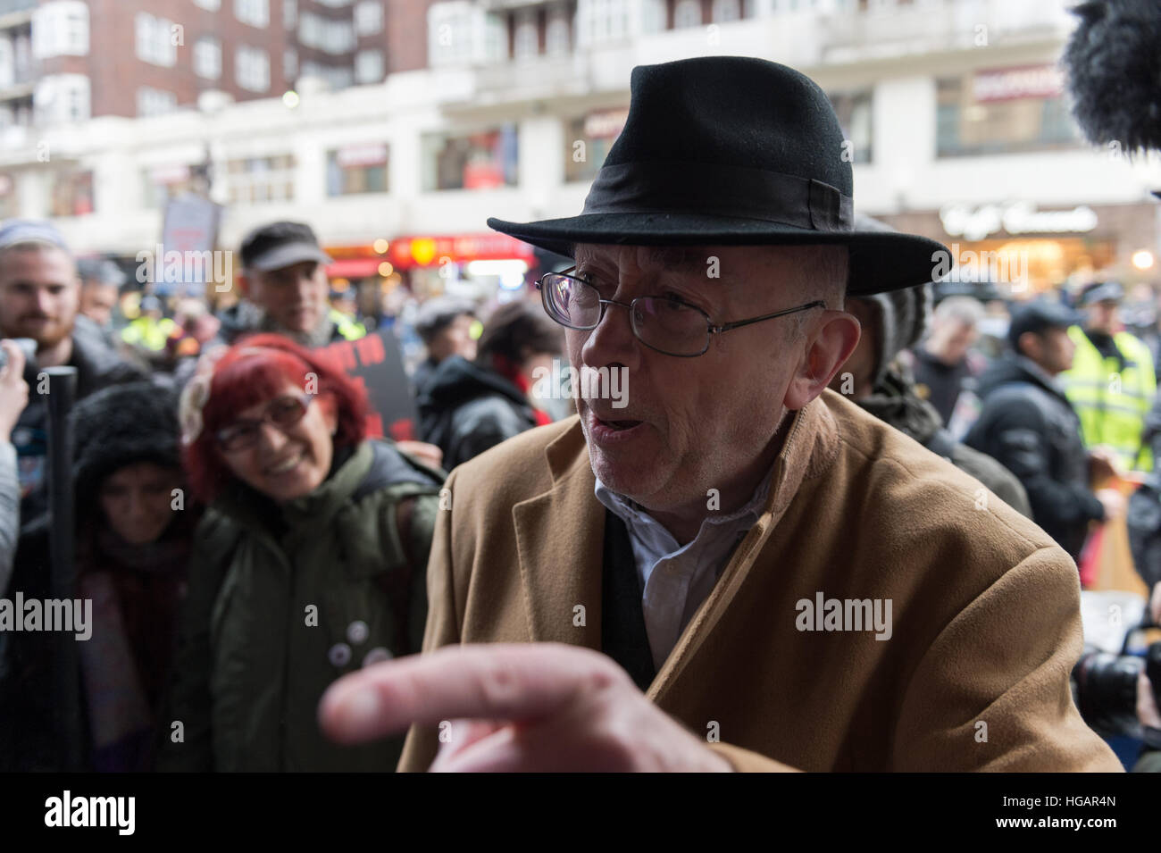 London, UK. 7th January 2017. United Voices of the World union organised the protest outside luxury department store - Stock Image