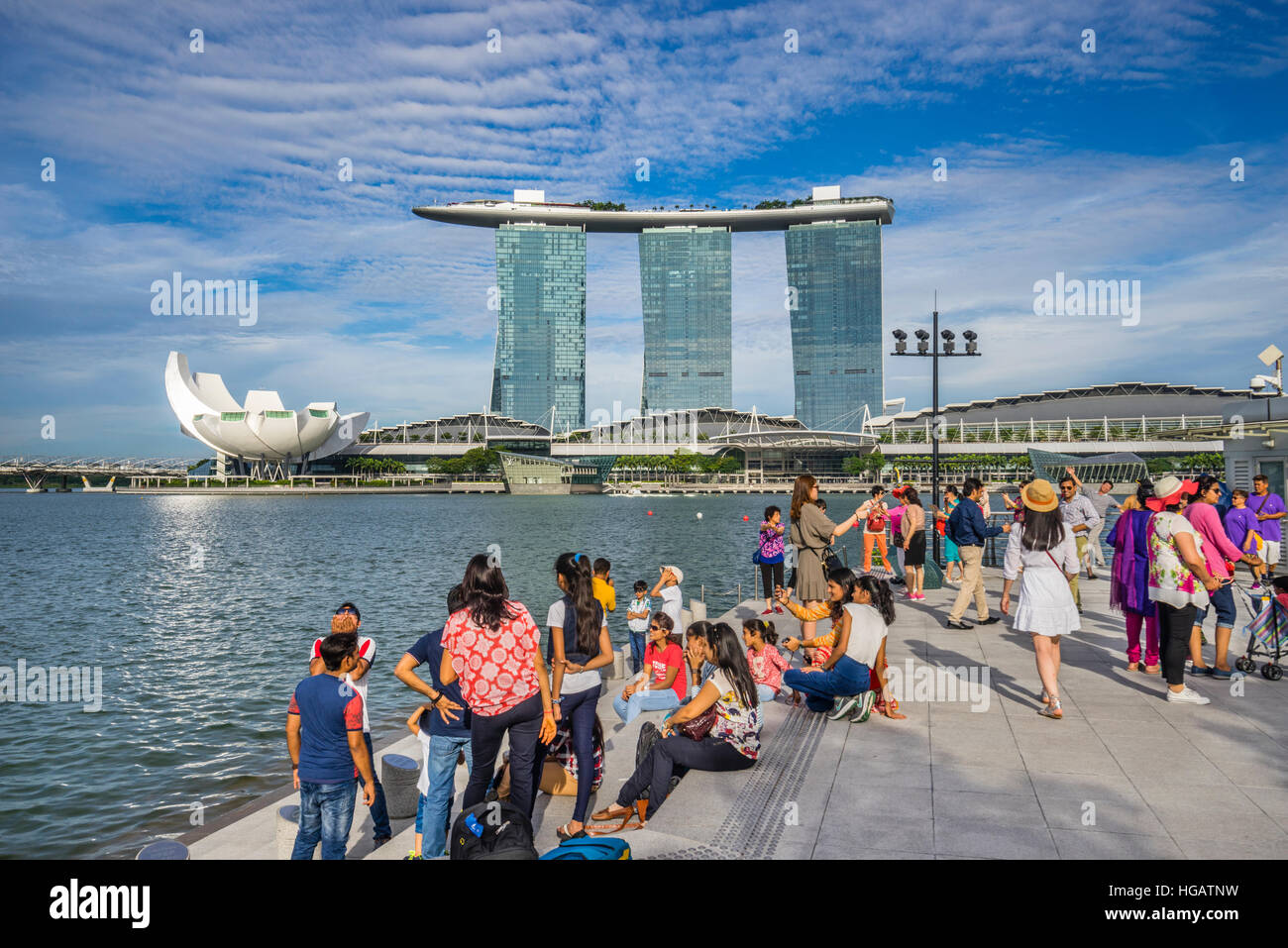 Singapore, view of the Marina Bay Sands resort, the Bayfront Shoppes and the flower-shaped ArtScience Museum across - Stock Image