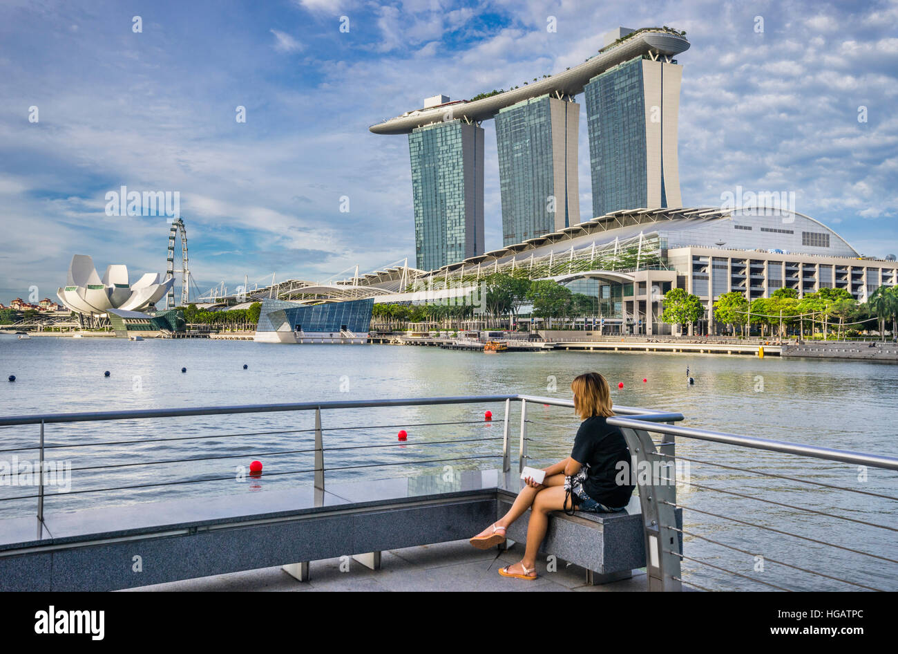 Singapore, view of the Marina Bay Sands resort, the Bayfront Shoppes, the flower-shaped ArtScience Museum and the - Stock Image