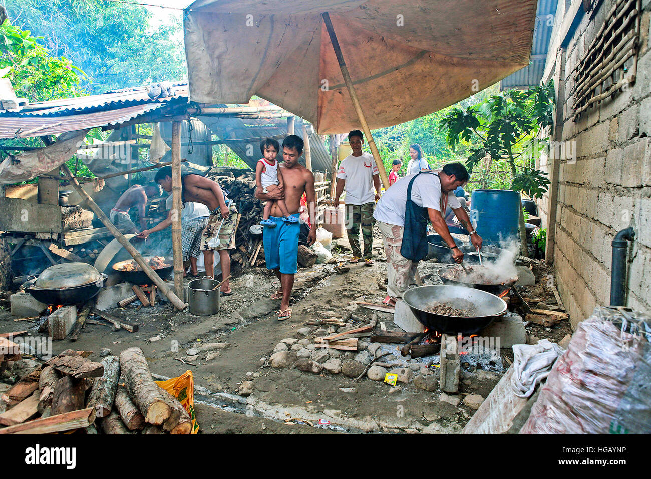 Outdoor Kitchen People High Resolution Stock Photography And Images Alamy