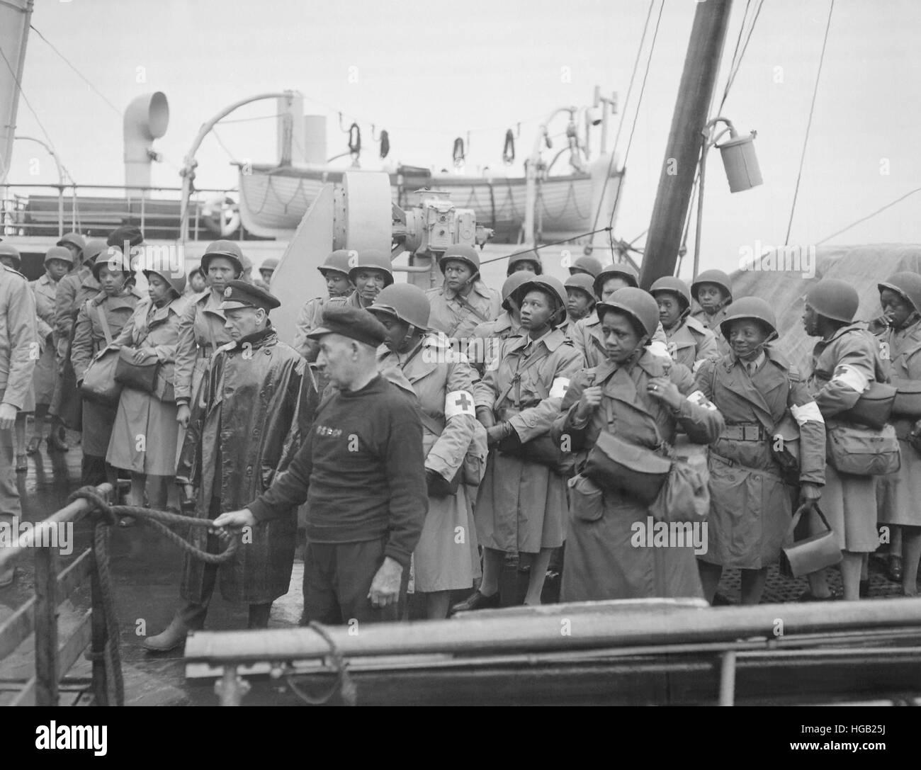 U.S. Army nurses pull into port of Greenock, Scotland. circa 1944 - Stock Image