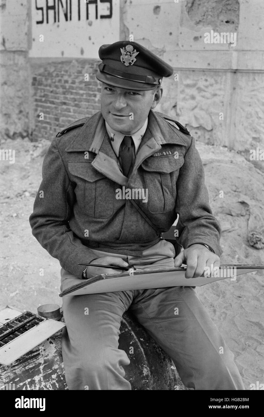 Lieutenant Milton Marx painting in the street, 1943. - Stock Image