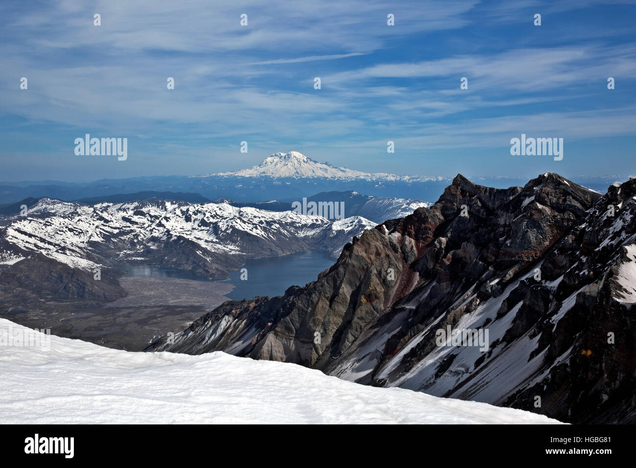 WA13129-00...WASHINGTON - View of Spirit Lake and Mount Rainier from the crater rim of Mount St. Helens. - Stock Image