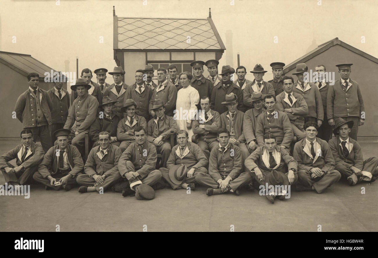 Group of New Zealanders on the rooftop of King George Military Hospital, London, 1915. - Stock Image