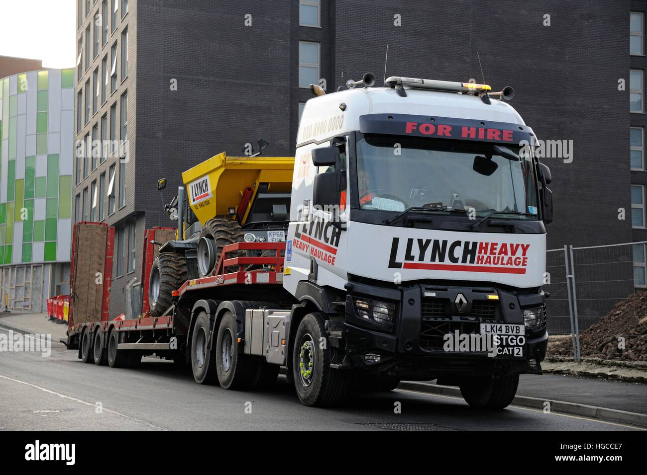 lynch haulage renault stgo cat 2 low loader heavy truck waiting with stock photo 130580303 alamy. Black Bedroom Furniture Sets. Home Design Ideas