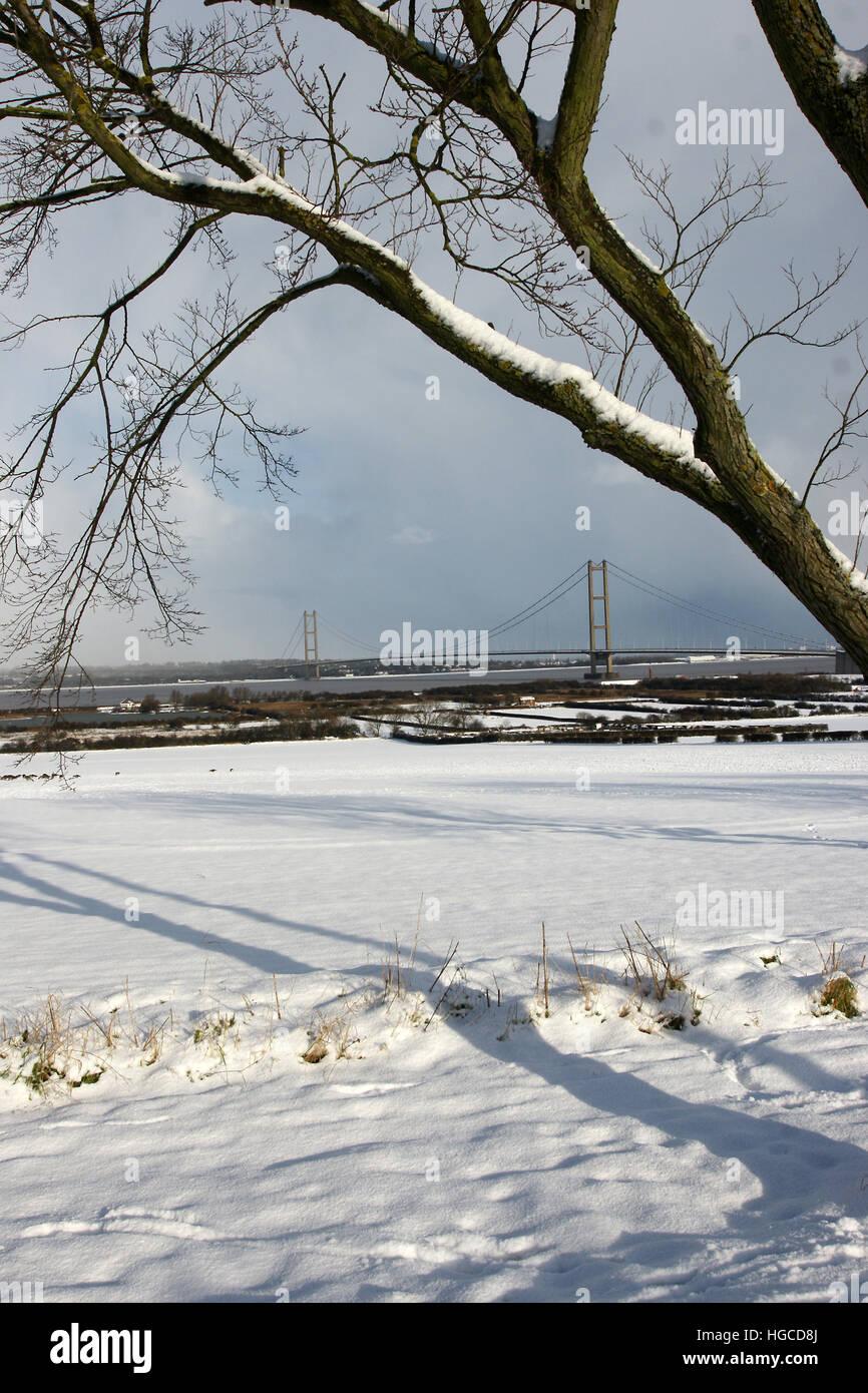 snow, Humber bridge, barton on humber, Lincolnshire - Stock Image