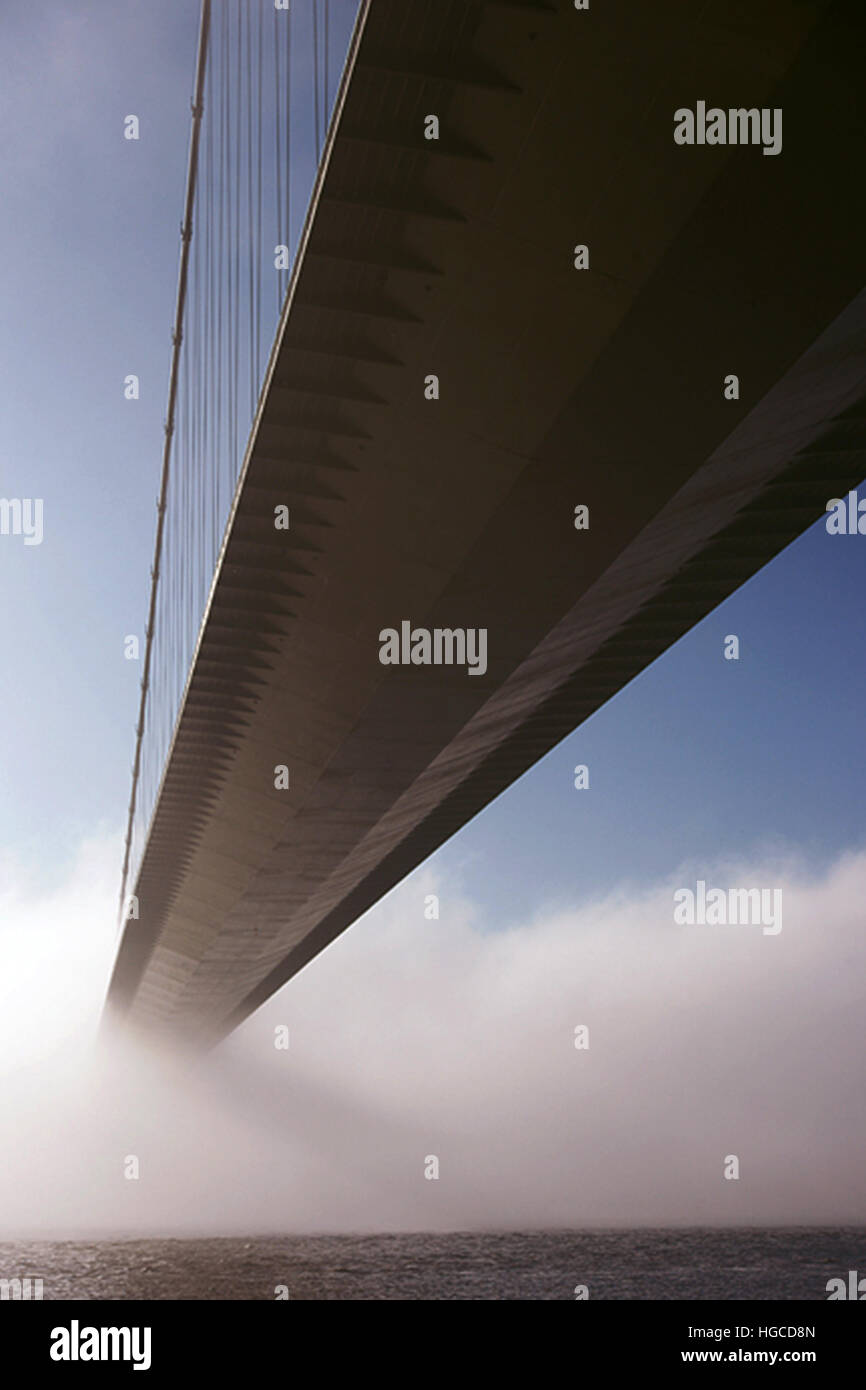 Humber bridge, in the mist and fog. kingston upon Hull - Stock Image