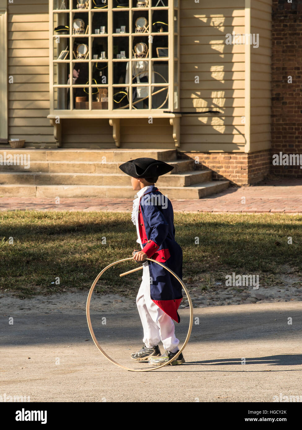 Colonial Williamsburg young boy costumed interpreter playing with hoop. - Stock Image & Colonial Williamsburg Costume Stock Photos u0026 Colonial Williamsburg ...