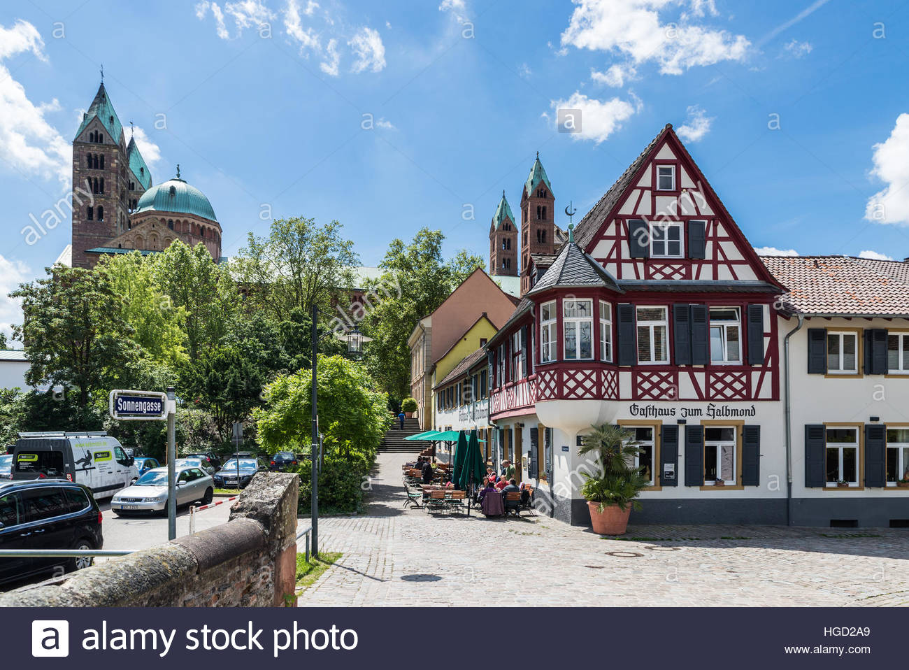 View of a Speyer guesthouse with Dom in the background - Stock Image