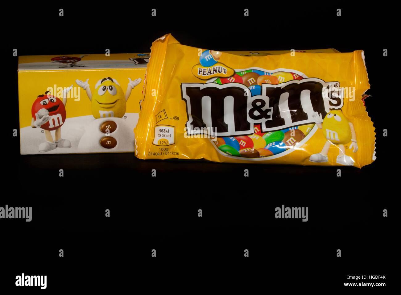 Box of Merry Christmas peanut M&M\'s Stock Photo: 130604339 - Alamy