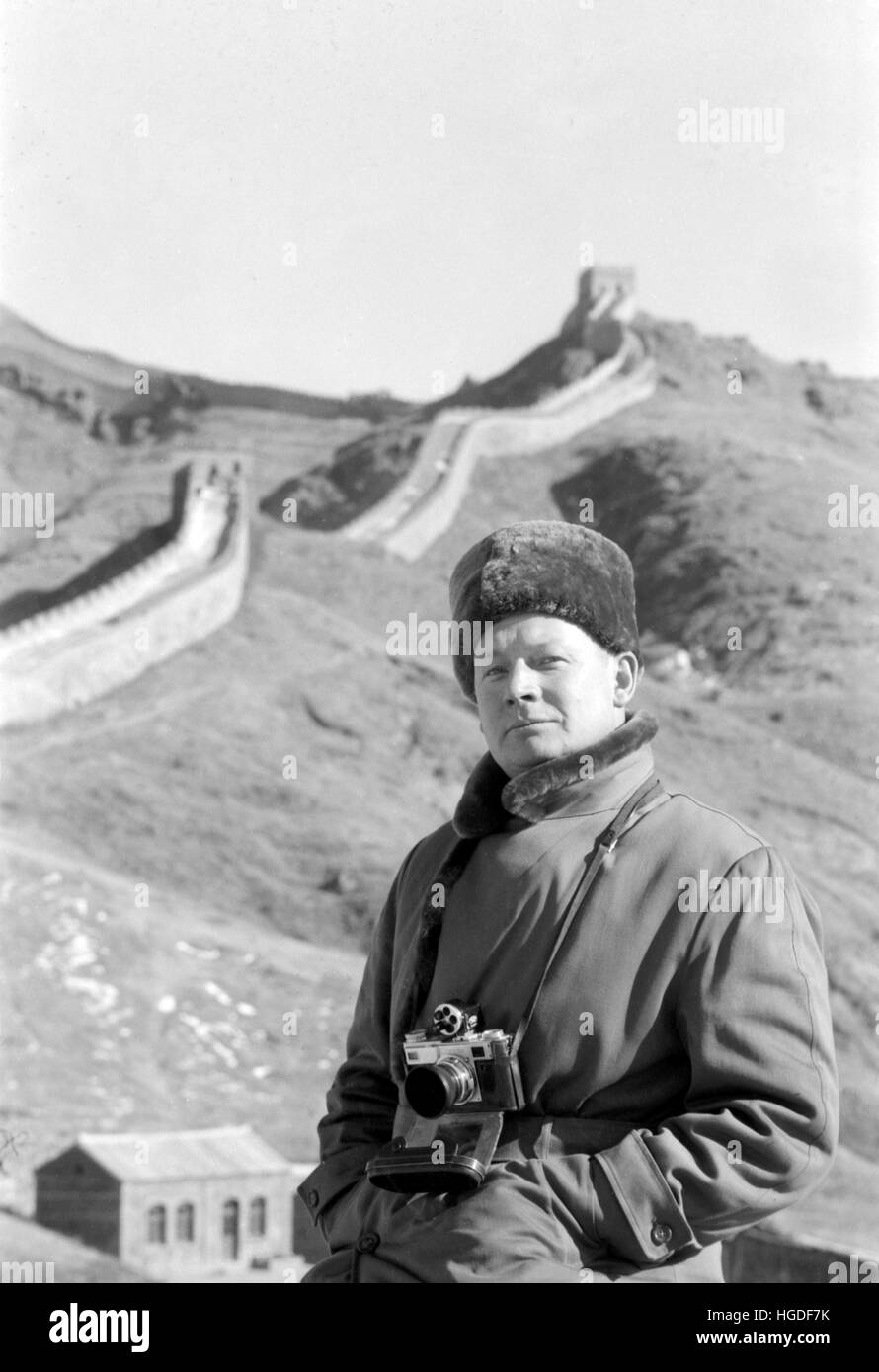 Edmund W. Stevens, on the Great Wall of China, 1957. - Stock Image
