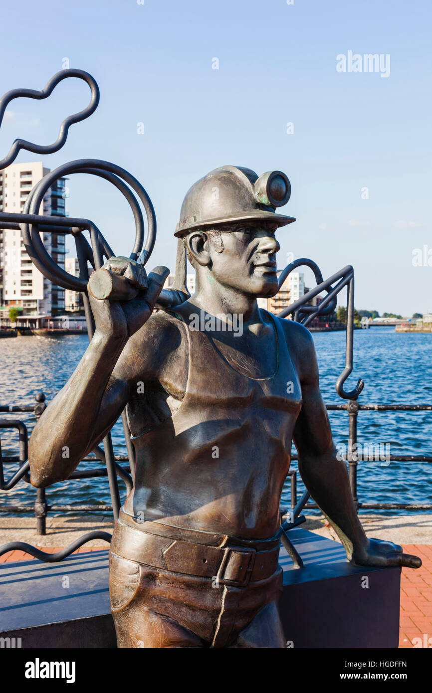 Wales, Cardiff, Cardiff Bay, Sculpture titled 'From Pitt to Port' by John Clinch Arca - Stock Image