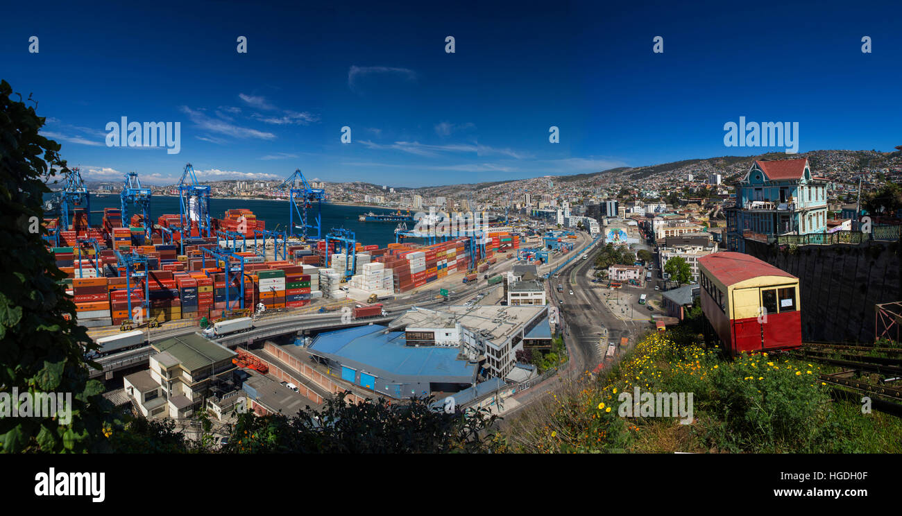 Funicular railway in Valparaiso city - Stock Image