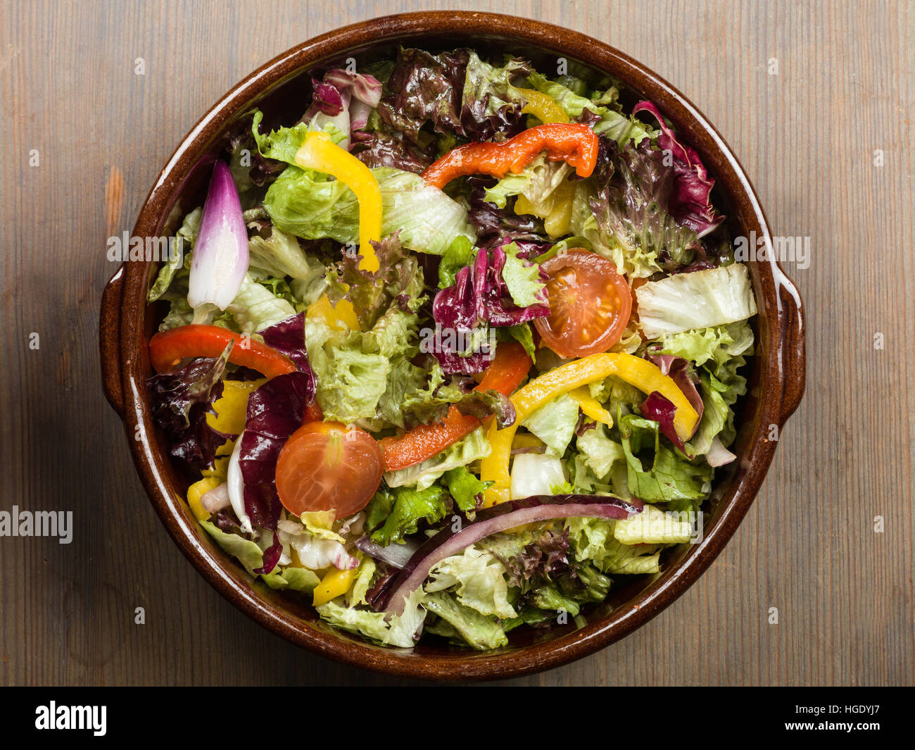 Bowl of Fresh Mixed Garden Salad Stock Photo: 130614127 - Alamy