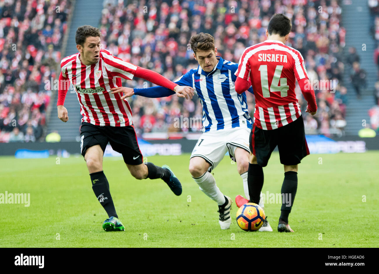 Bilbao, Spain. 8th January, 2017. Ibai Gomez (Forward, Alaves) in action covered by Markel Susaeta (Mildfierder, - Stock Image