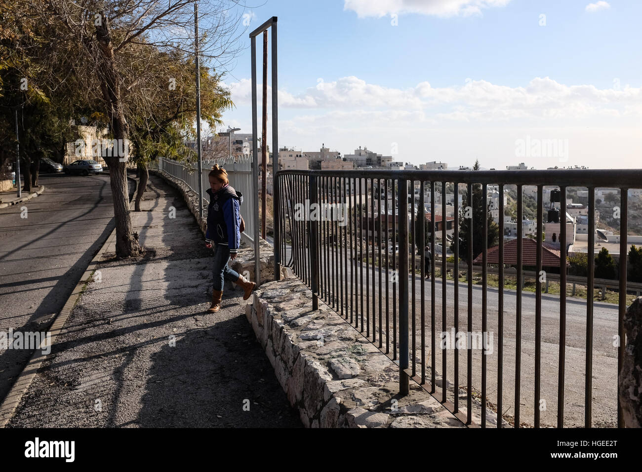 Jerusalem, Israel. 9th January, 2017. A Palestinian woman walks through an open and un-monitored passage between - Stock Image