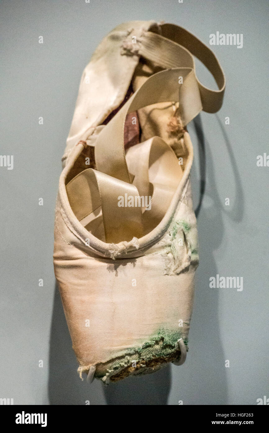 Heather Watts tattered pointe shoes by Freed of London worn for farewell performance as magnificent principal dancer - Stock Image