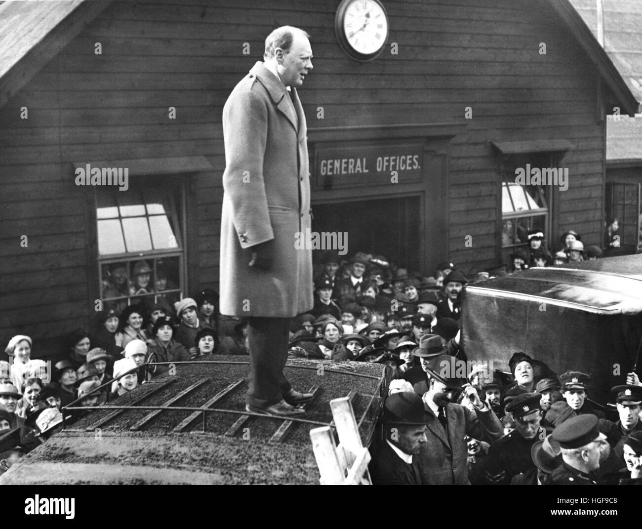 Winston  Churchill addresses  workers at Beardmore's Gun Works, Glasgow. 8th October 1918 - Stock Image
