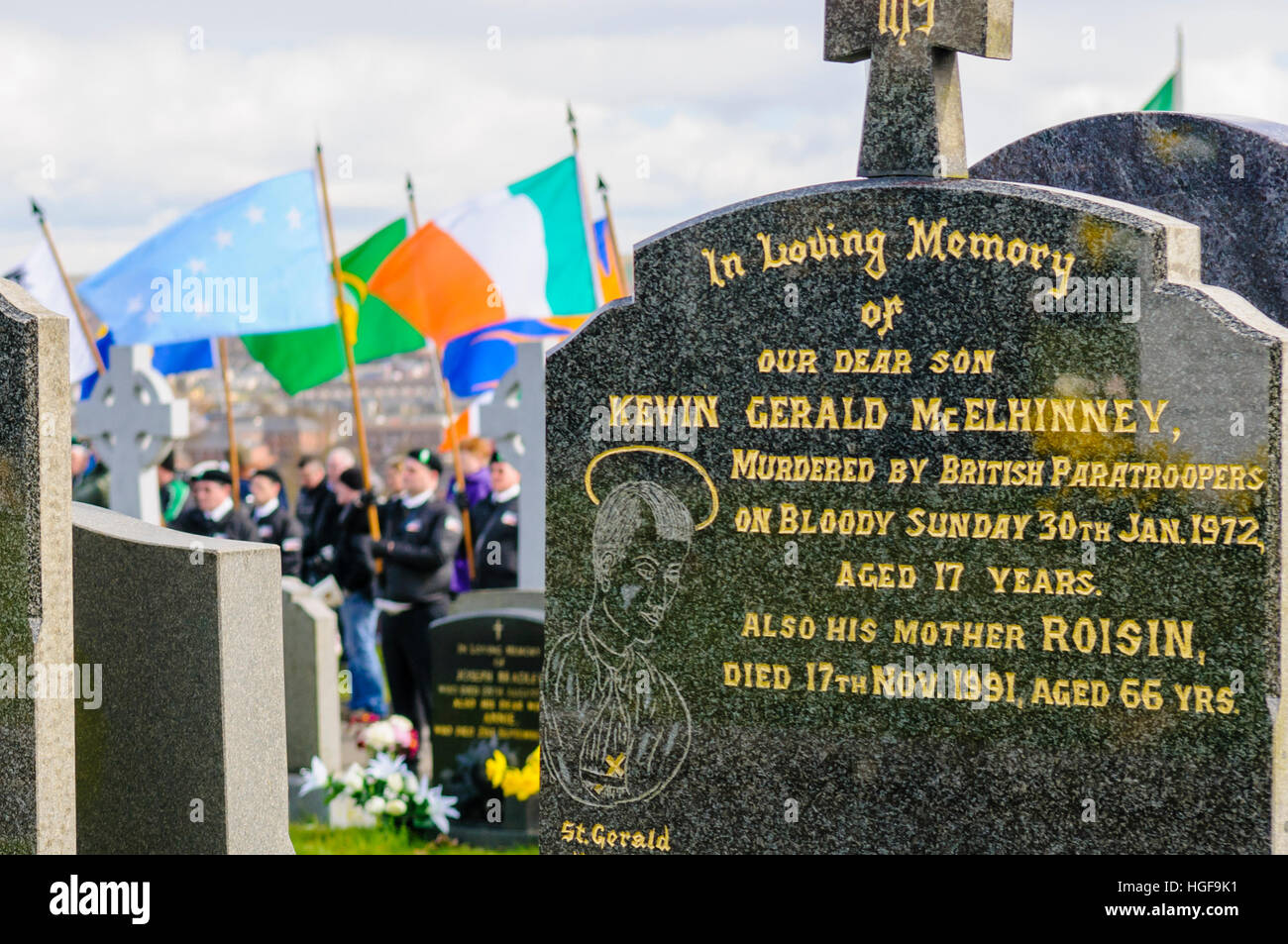 Republicans remember the 1916 Easter Uprising, Derry City Cemetery, Londonderry.  Graves of one of the victims of - Stock Image