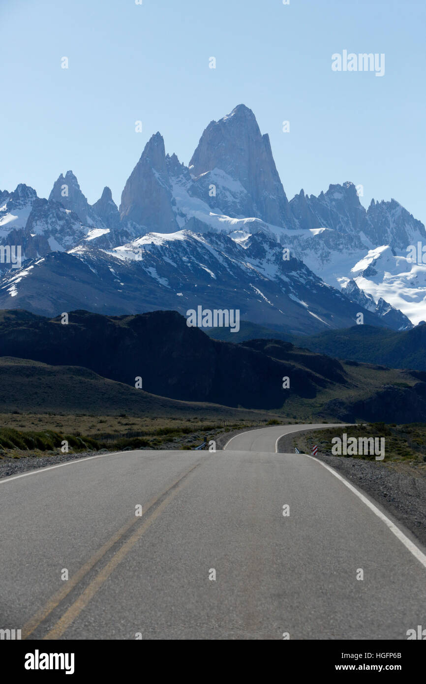 Road leading to Mount Fitz Roy and Cerro Torre, El Chalten, Patagonia, Argentina, South America - Stock Image