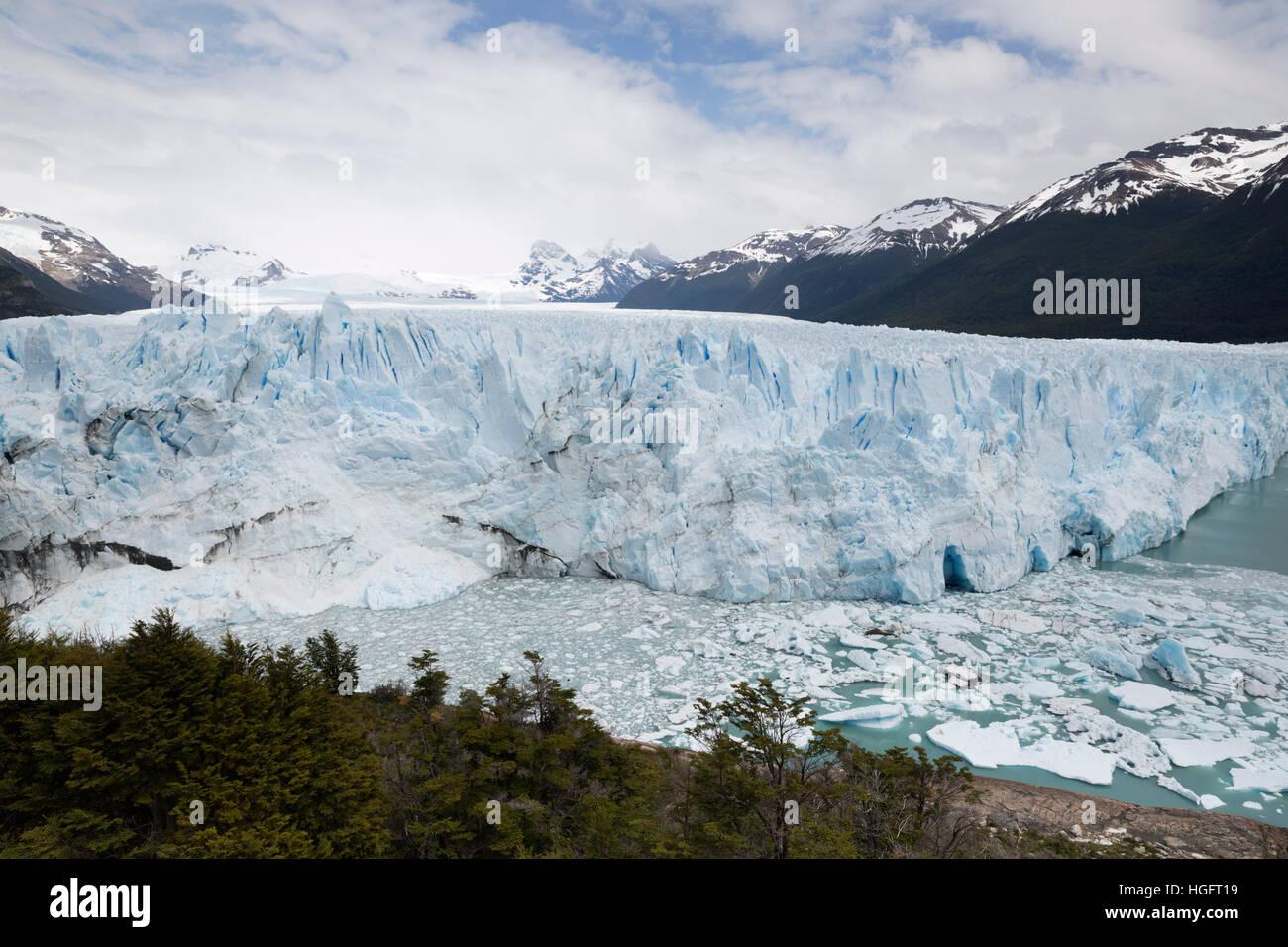 Perito Moreno Glacier on Lago Argentino, El Calafate, Parque Nacional Los Glaciares, Patagonia, Argentina, South Stock Photo