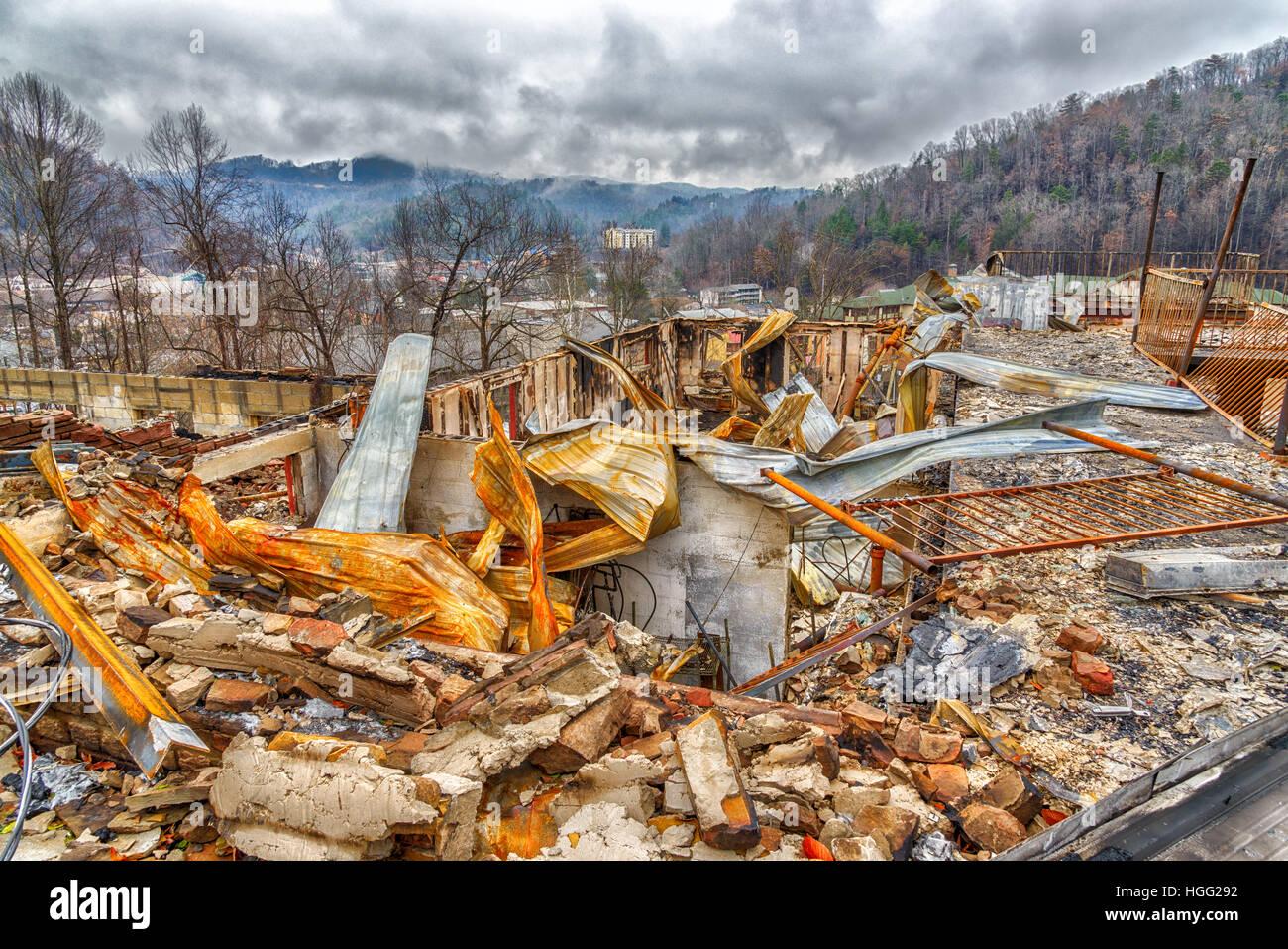 GATLINBURG, TN/USA - December 14, 2016: A motel complex lies in ruins after a major forest fire roared through Gatlinburg - Stock Image