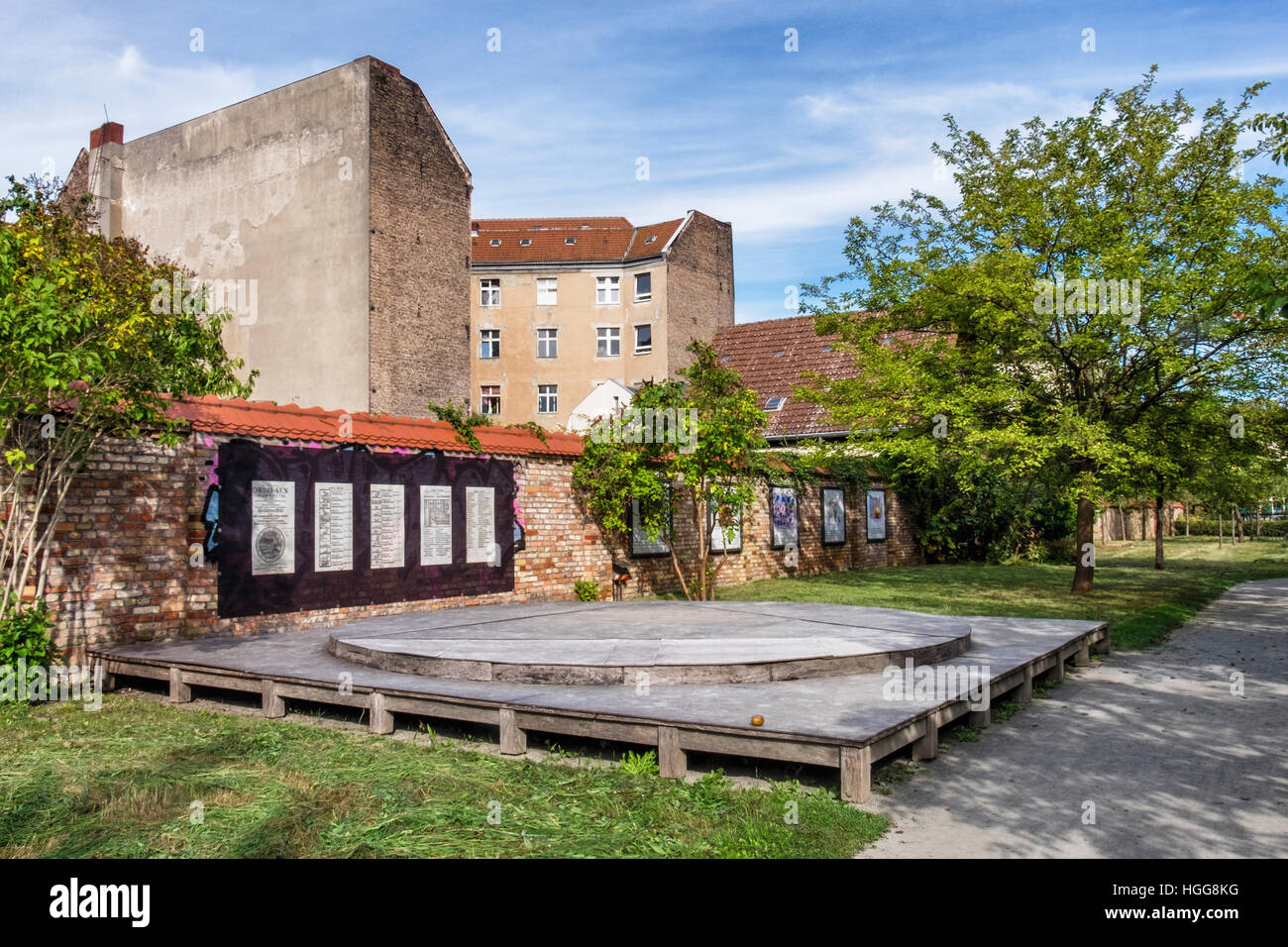 Berlin,Neukölln,Richardstrasse. Comenius garden. A leafy urban park with sculpture based on writings of philosopher - Stock Image