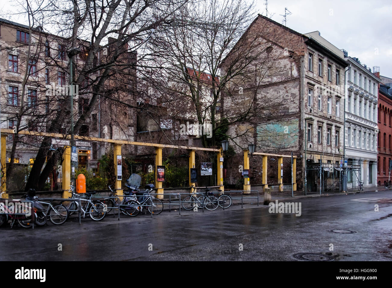 Berlin, Mitte. Old buildings with shadow of an old structure on adjacent building & Garden of Clärchens - Stock Image