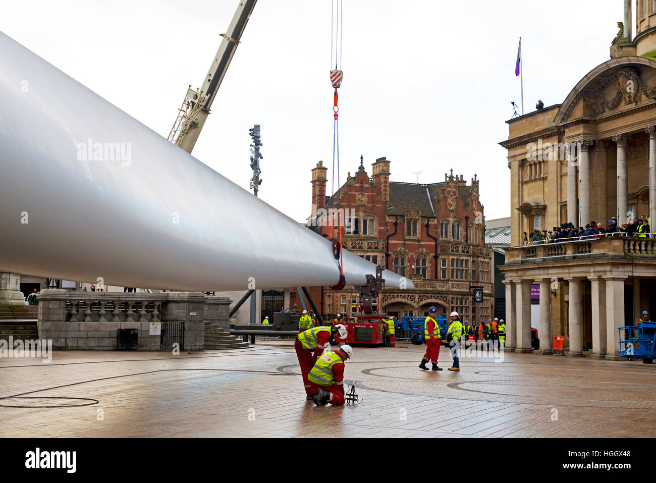 Installing wind turbine blade in Victoria Square, Kingston upon Hull, East Riding of Yorkshire, Humberside, England - Stock Image