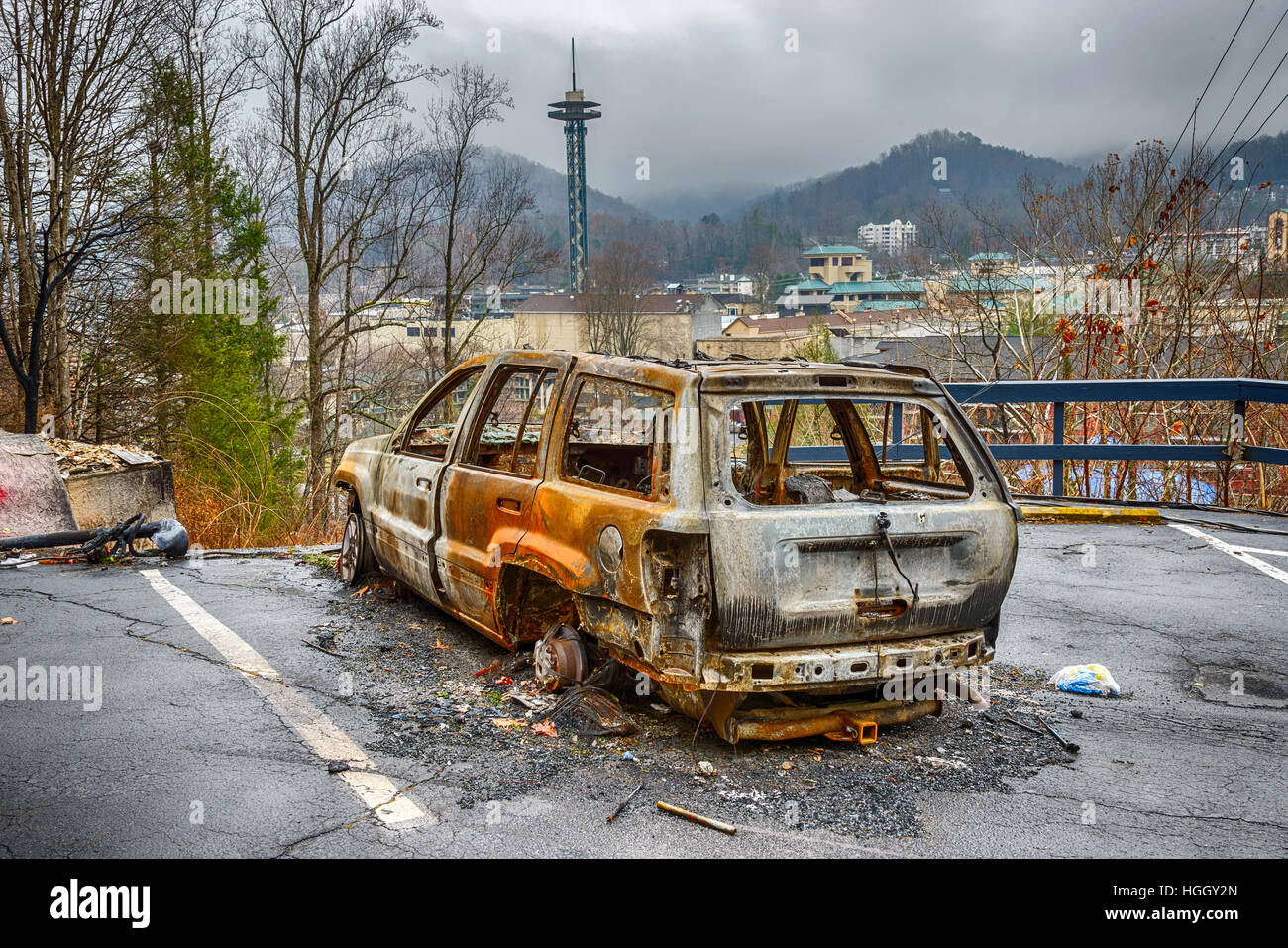 GATLINBURG, TENNESSEE/USA - DECEMBER 14, 2016: A gutted carcass is all that remains of a car in the aftermath of - Stock Image