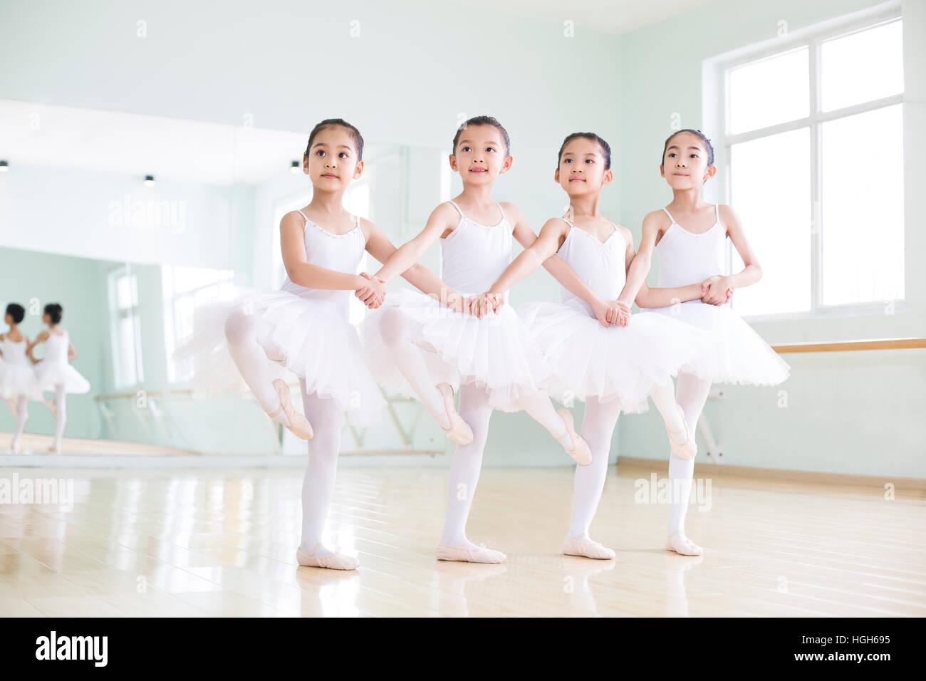 538dd69edf7d Little girls practicing ballet Stock Photo  130685217 - Alamy
