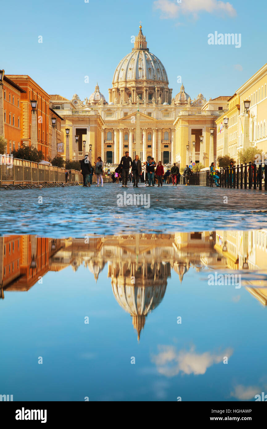 ROME - NOVEMBER 10: The Papal Basilica of St. Peter on November 10, 2016 in Rome, Italy. - Stock Image