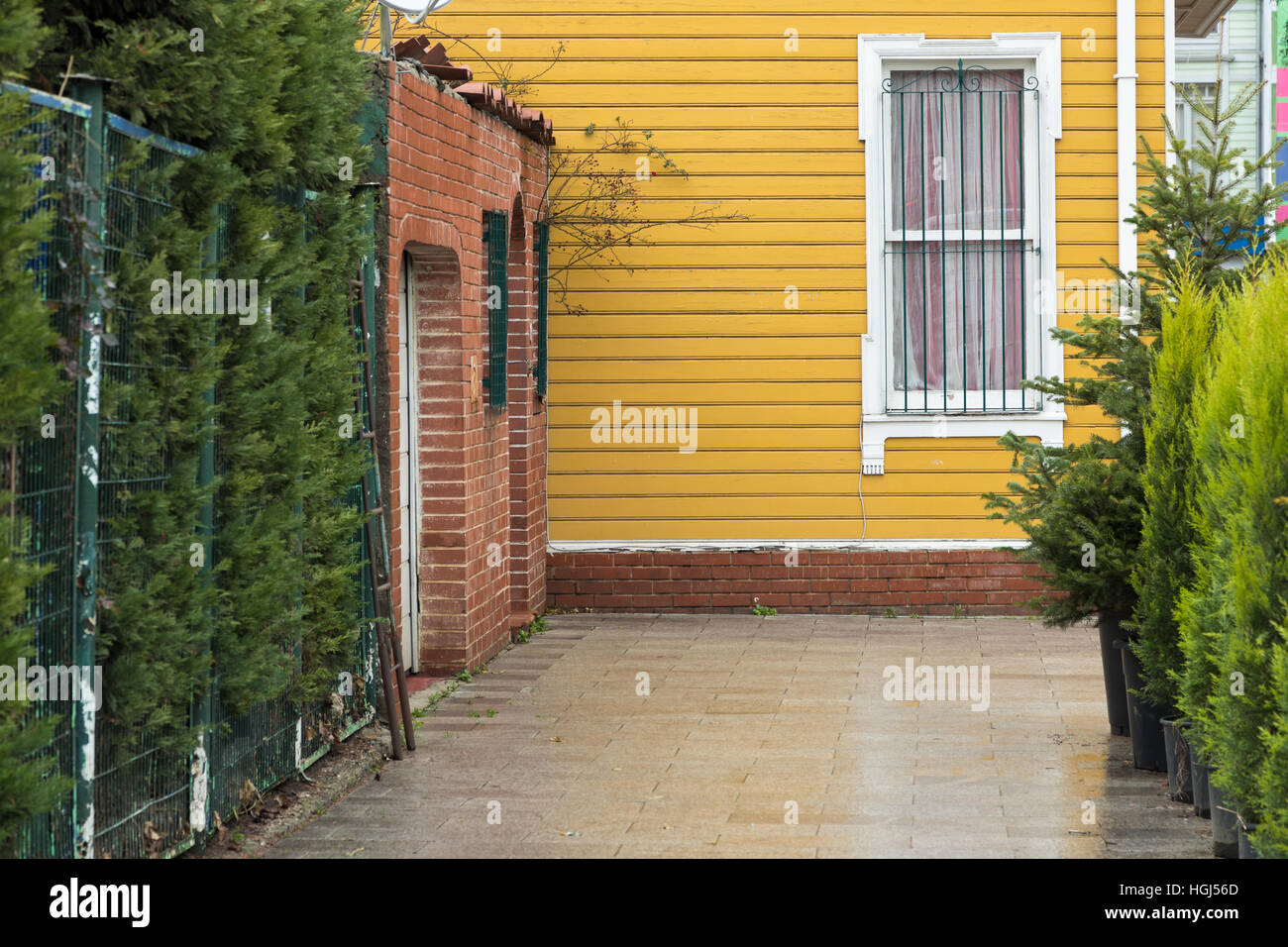 yellow wooden siding house - Stock Image