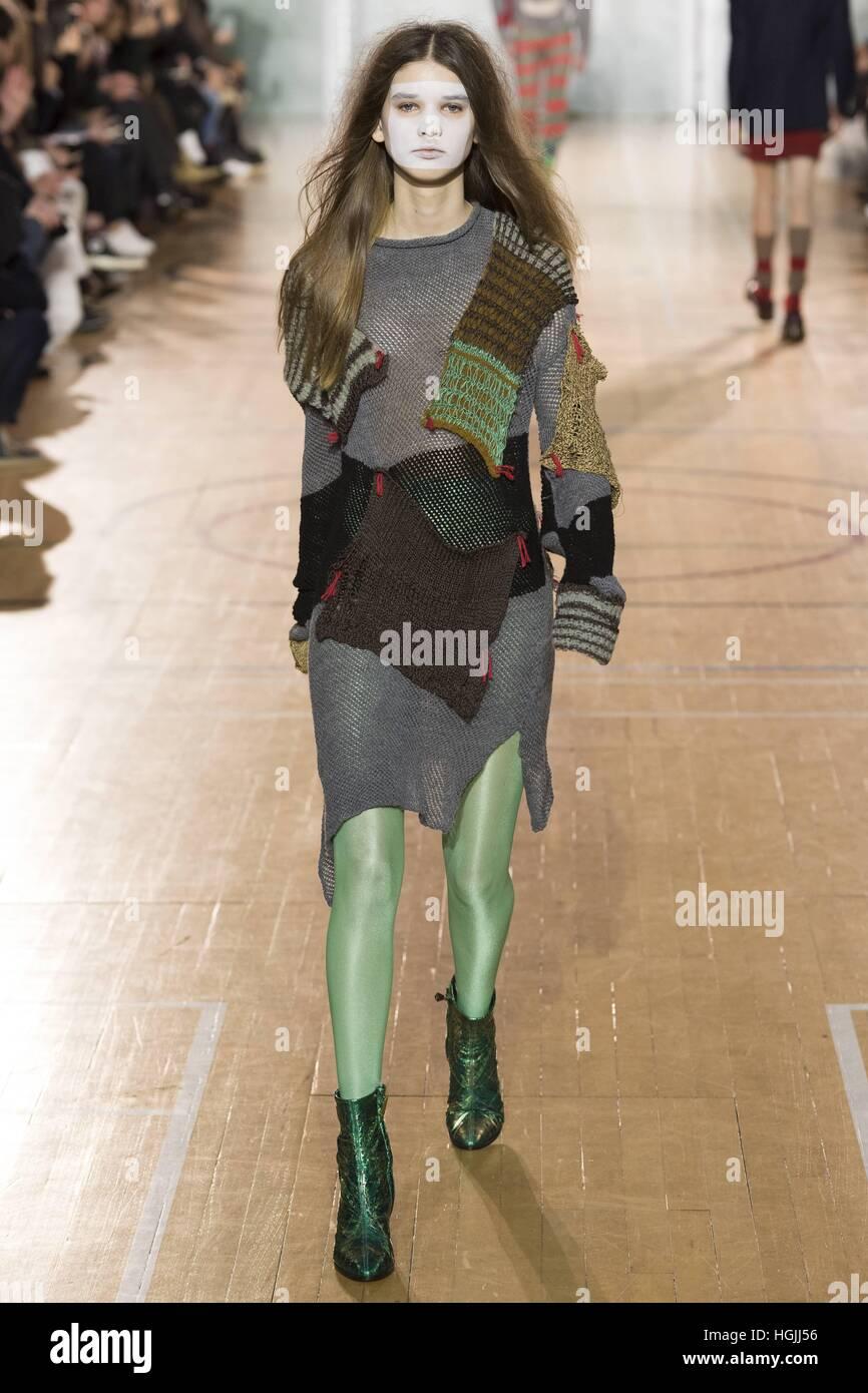 edbe0952777 London, Grossbritannien. 09th Jan, 2017. Vivienne Westwood Catwalk at  London Fashion Week