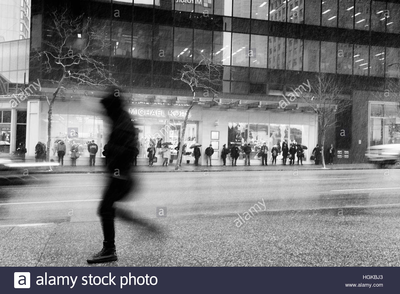 Vancouver, BC, Canada - December 9, 2016 - Transit riders wait along Georgia Street on a snowy morning.  Photo: - Stock Image