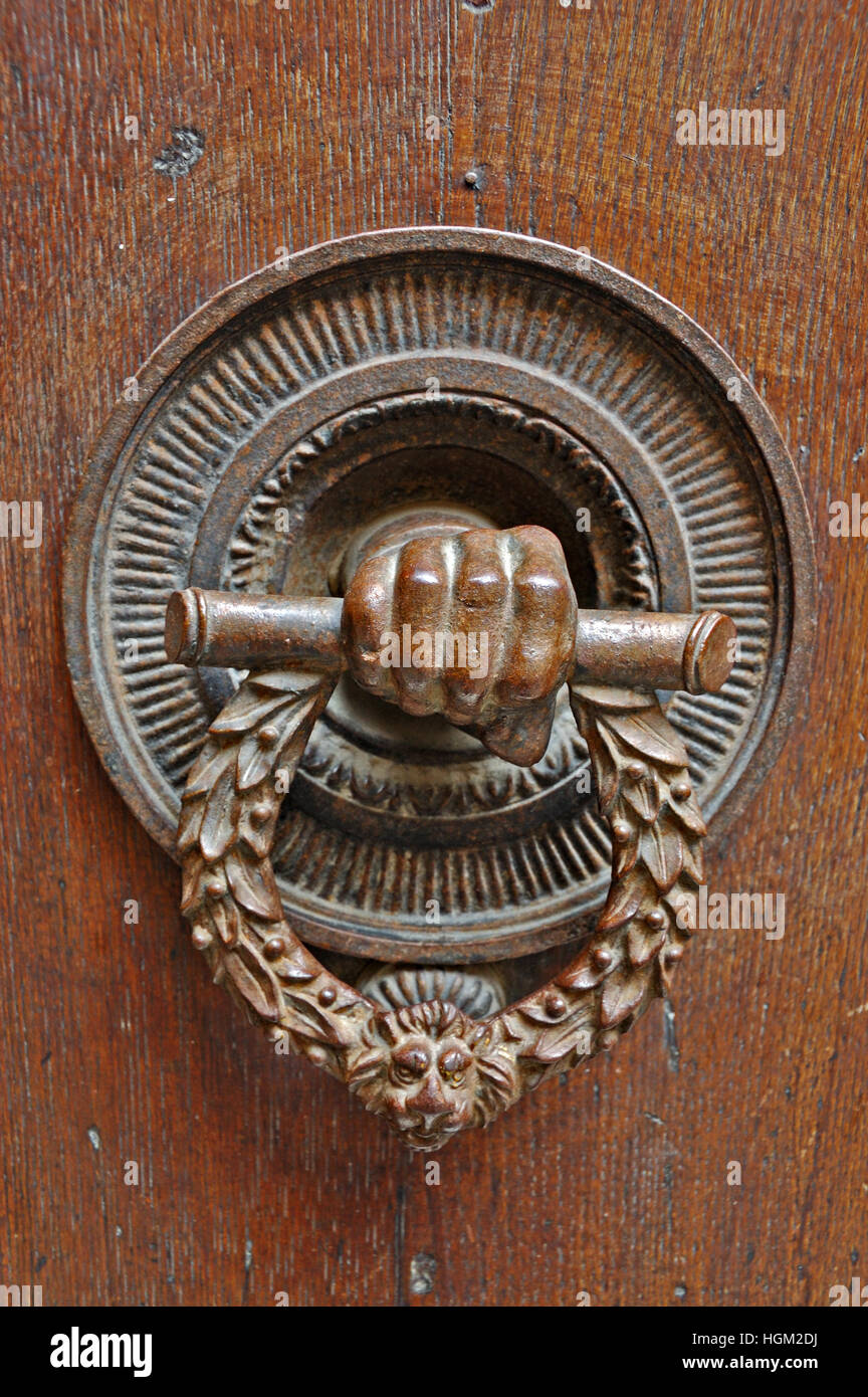 Antique bell pull on a door in Tuscany. - Stock Image - Bell Pull Stock Photos & Bell Pull Stock Images - Alamy