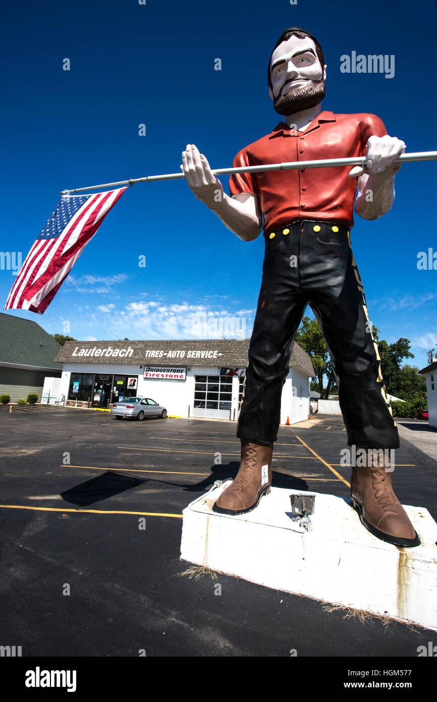 Lauterbach Tire Muffler Man, Springfield, Illinois, USA - Stock Image