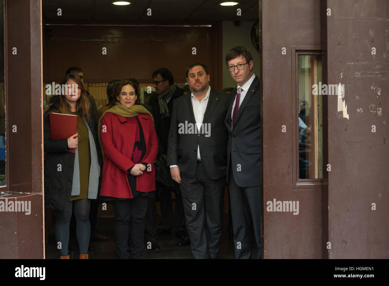 Spain, Barcelona. 10th Jan, 2017. The vice-president of the government, Oriol Junqueras next to the mayor of Barcelona - Stock Image