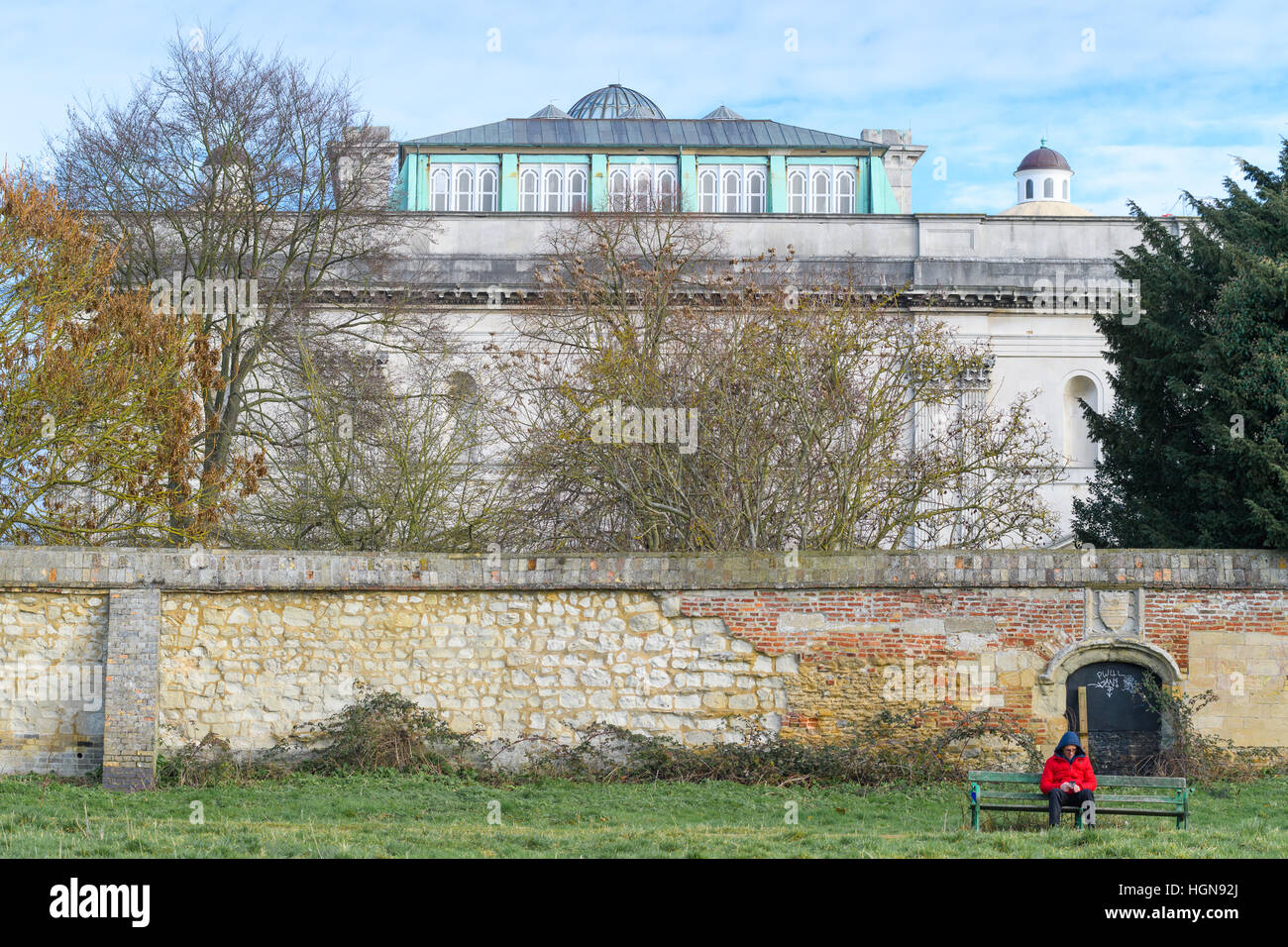 Wall of Peterhouse college, with Fitzwilliam museum in the background, university of Cambridge, England. - Stock Image