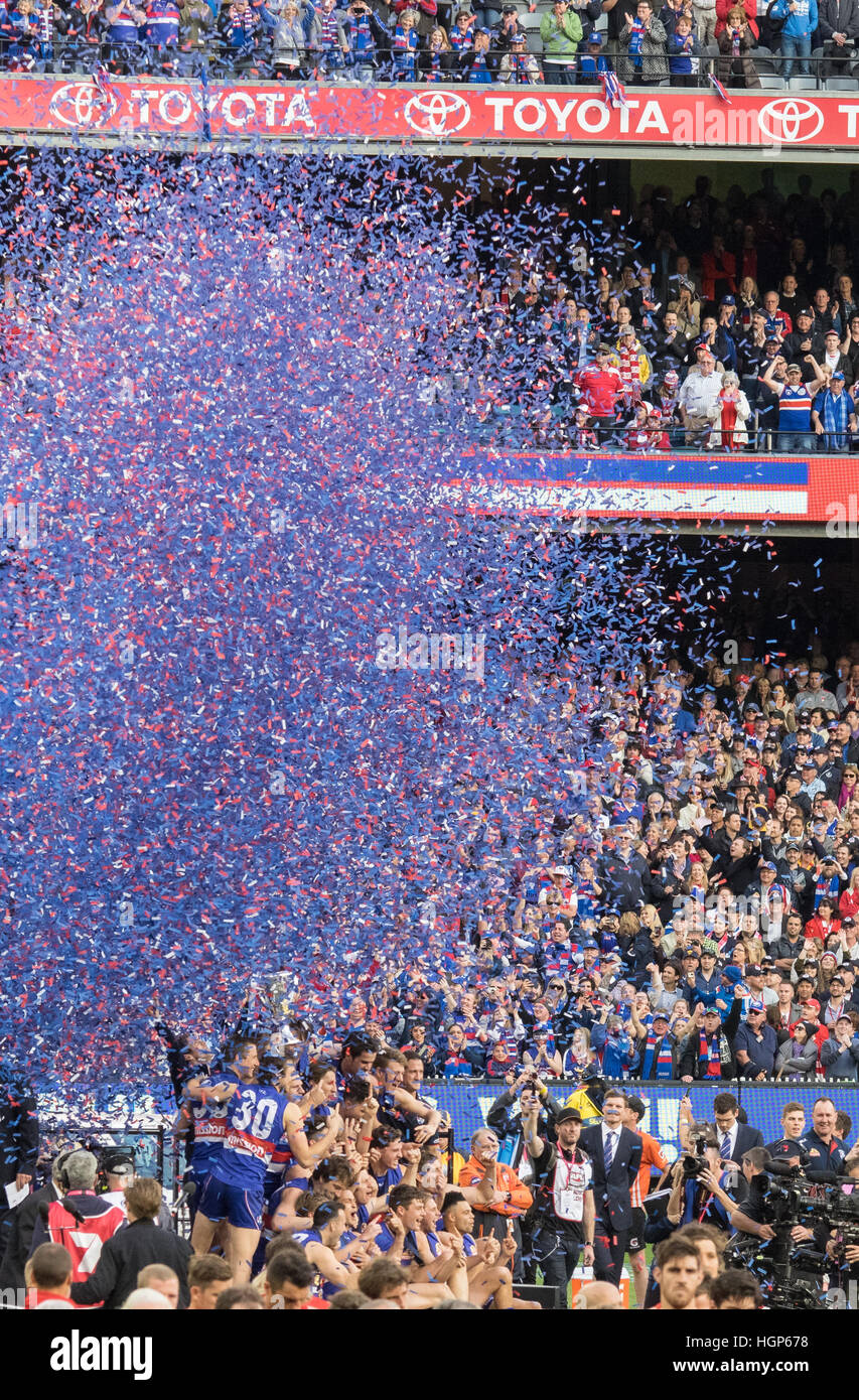 Streamers fill the air after the Western Bulldogs are presented with the 2016 AFL premiership cup - Stock Image