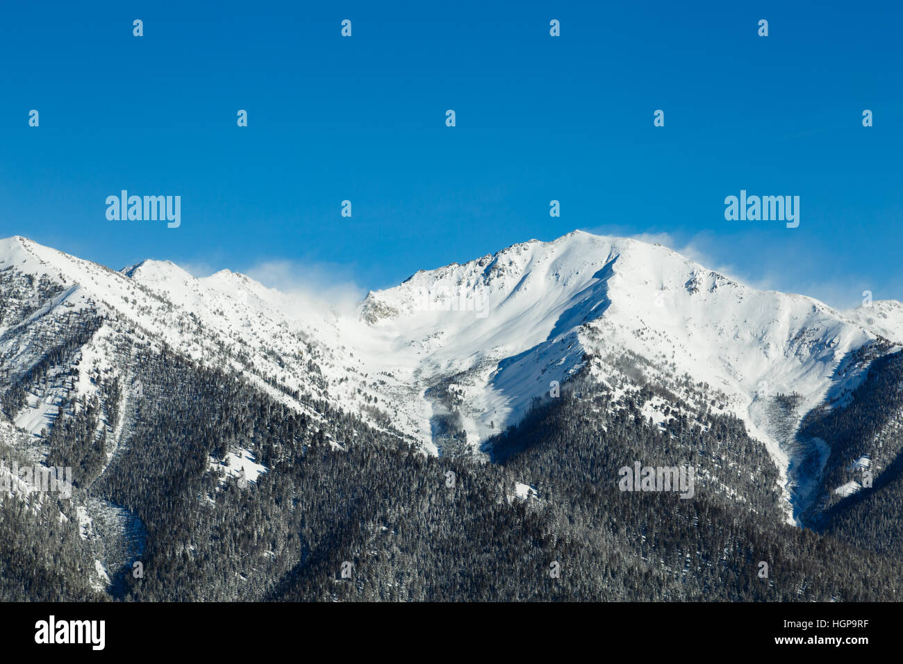 Snow billowing off the mountain tops in the Sawtooth Mountains - Stock Image