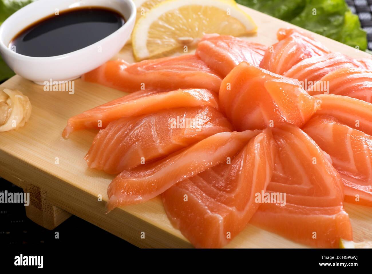 how to tell fresh salmon sashimi